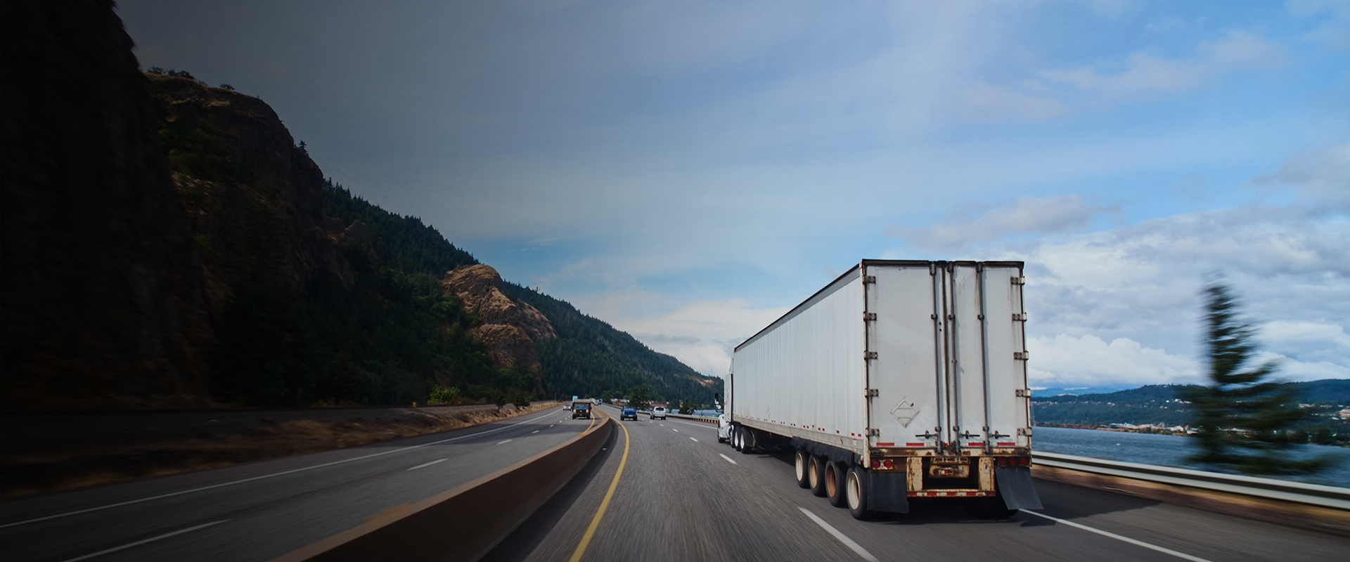 Best Safety Tips for Truck Driving